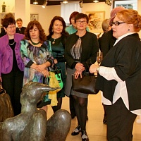 Elena Gromova welcomed guests at her gallery